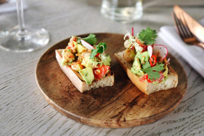 Изображение рецепта Брускетта с креветками и авокадо