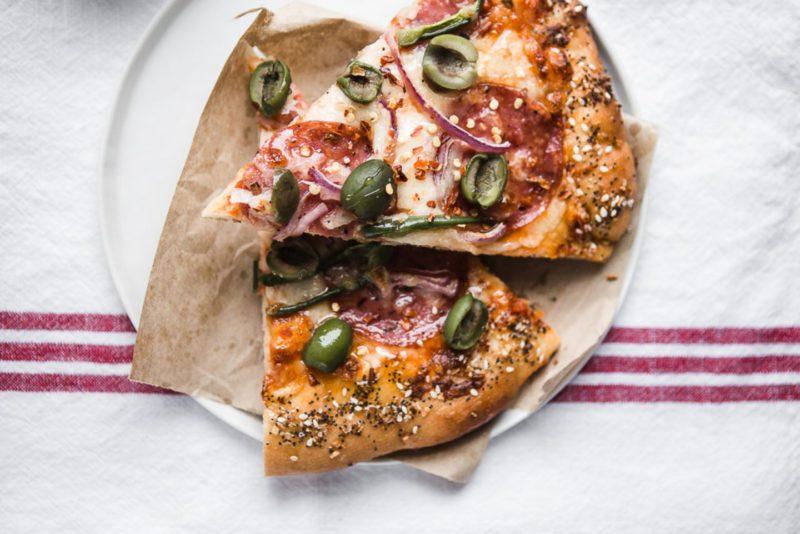 Изображение рецепта Пицца с салями и оливками