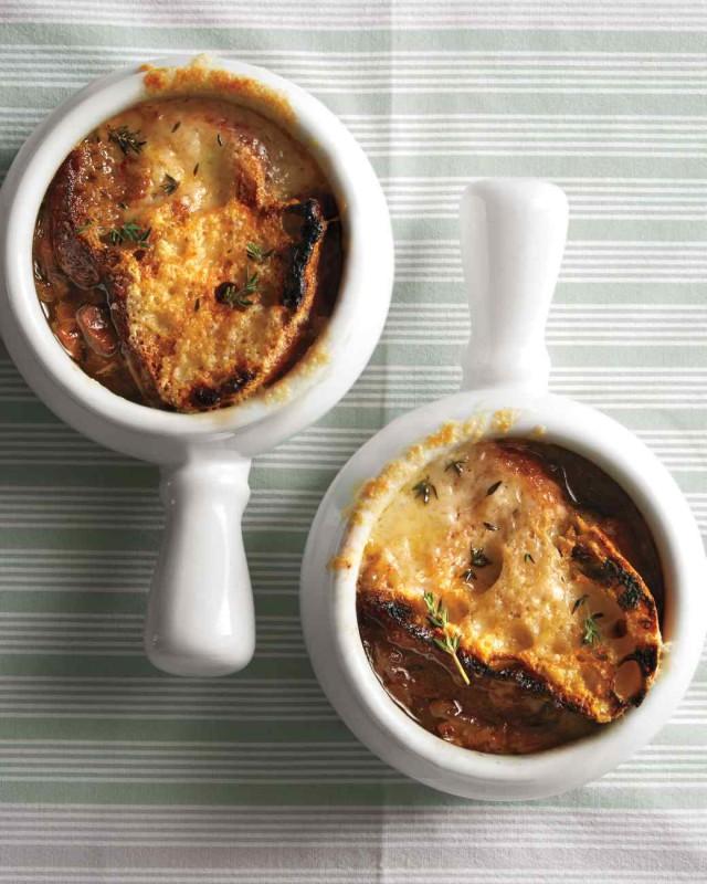 Рецепт дня: прекрасный луковый суп. Изображение номер 2