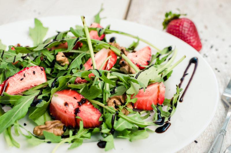 Изображение рецепта Салат с клубникой и рукколой