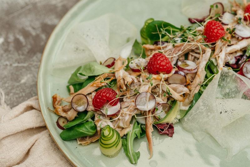 Изображение рецепта Салат с уткой и малиновым йогуртом