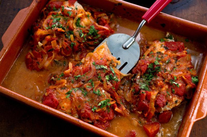 Изображение рецепта Запечённая рыба с томатами и луком по-гречески