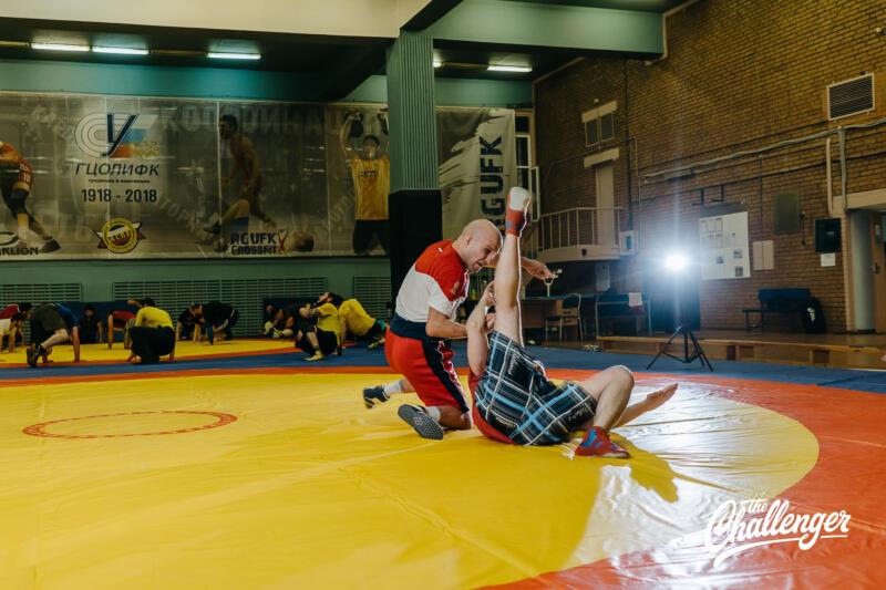 Тренировка для тех, кто хочет освоить навыки самообороны: 6 захватов из вольной борьбы. Изображение номер 10