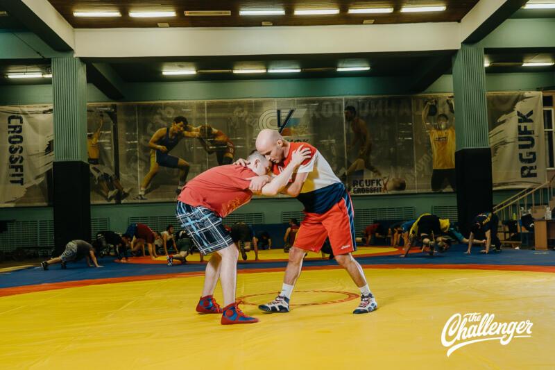 Тренировка для тех, кто хочет освоить навыки самообороны: 6 захватов из вольной борьбы. Изображение номер 11