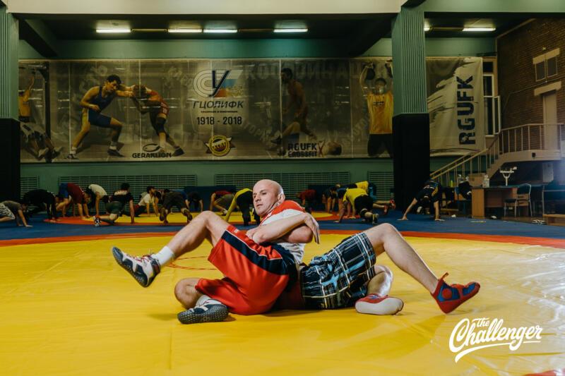 Тренировка для тех, кто хочет освоить навыки самообороны: 6 захватов из вольной борьбы. Изображение номер 16