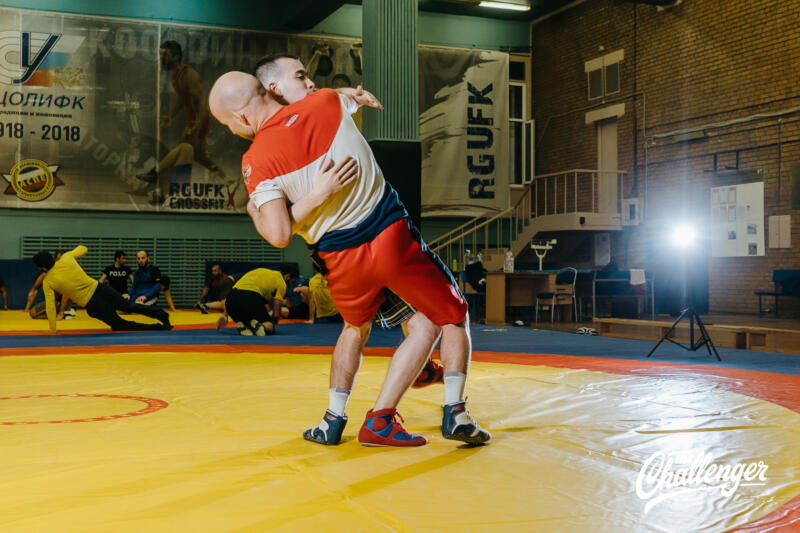 Тренировка для тех, кто хочет освоить навыки самообороны: 6 захватов из вольной борьбы. Изображение номер 17