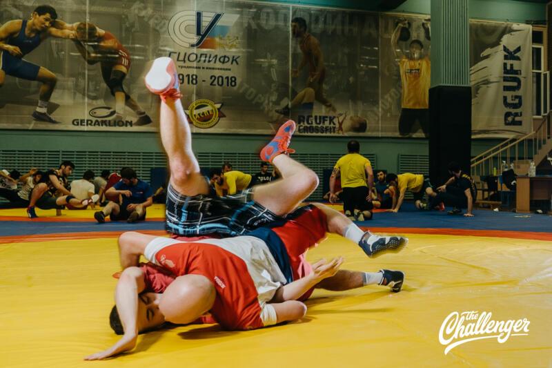 Тренировка для тех, кто хочет освоить навыки самообороны: 6 захватов из вольной борьбы. Изображение номер 19
