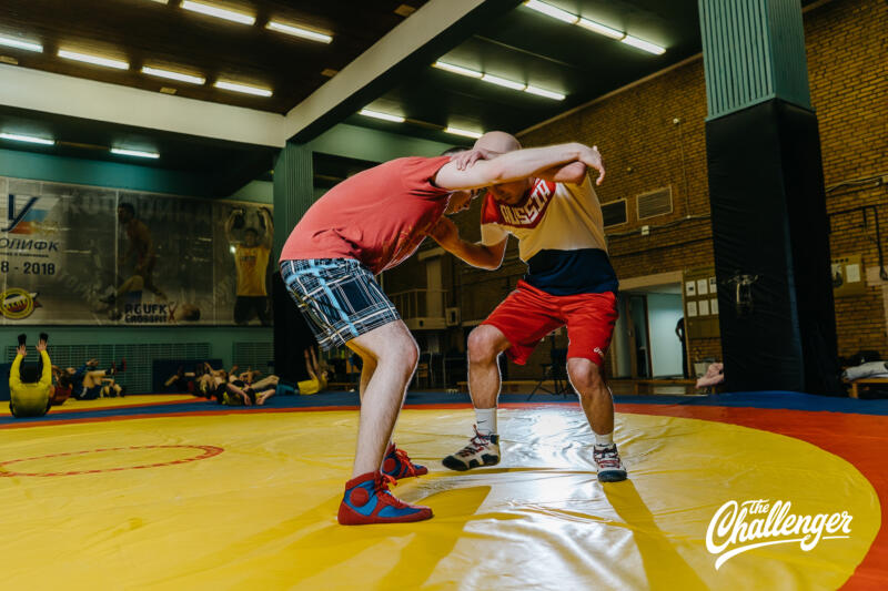 Тренировка для тех, кто хочет освоить навыки самообороны: 6 захватов из вольной борьбы. Изображение номер 20