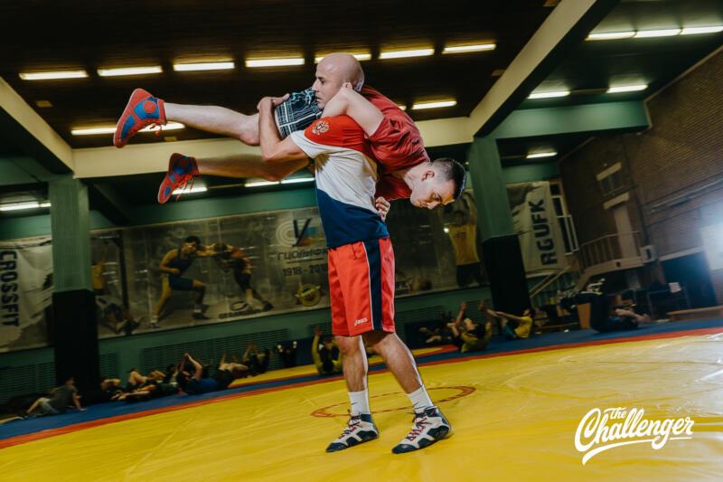 Тренировка для тех, кто хочет освоить навыки самообороны: 6 захватов из вольной борьбы. Изображение номер 24