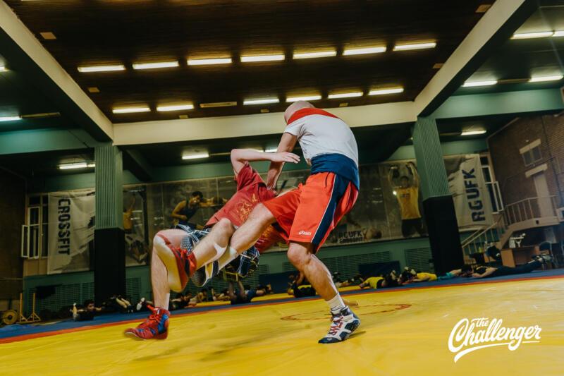 Тренировка для тех, кто хочет освоить навыки самообороны: 6 захватов из вольной борьбы. Изображение номер 26