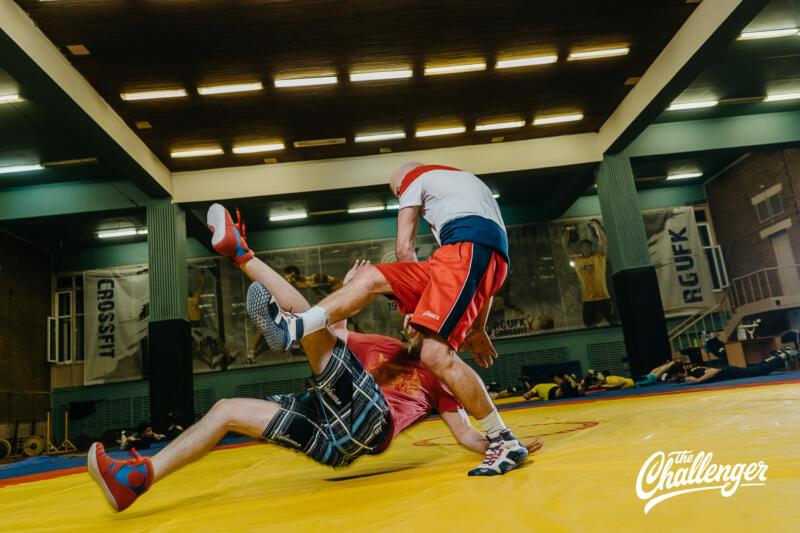 Тренировка для тех, кто хочет освоить навыки самообороны: 6 захватов из вольной борьбы. Изображение номер 27