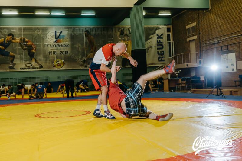 Тренировка для тех, кто хочет освоить навыки самообороны: 6 захватов из вольной борьбы. Изображение номер 6