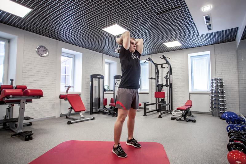 Тренируем трицепсы: 5 упражнений, которые легко выполнить даже дома. Изображение номер 9