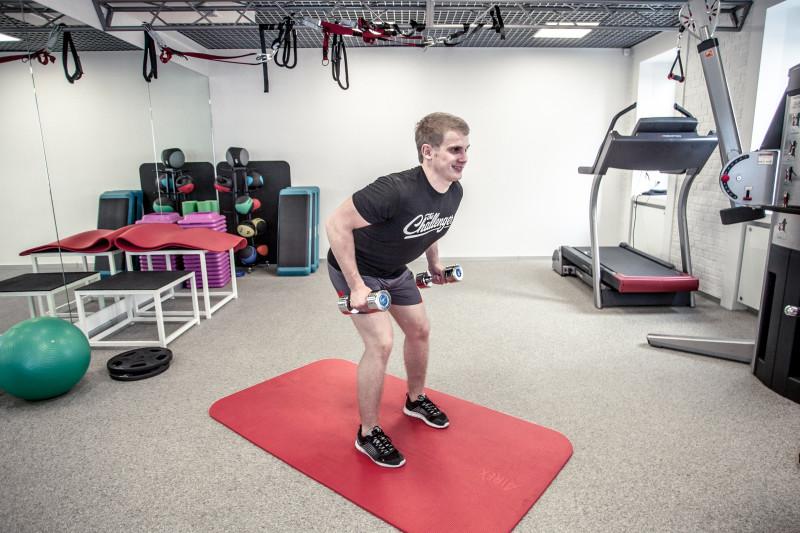Тренируем трицепсы: 5 упражнений, которые легко выполнить даже дома. Изображение номер 11