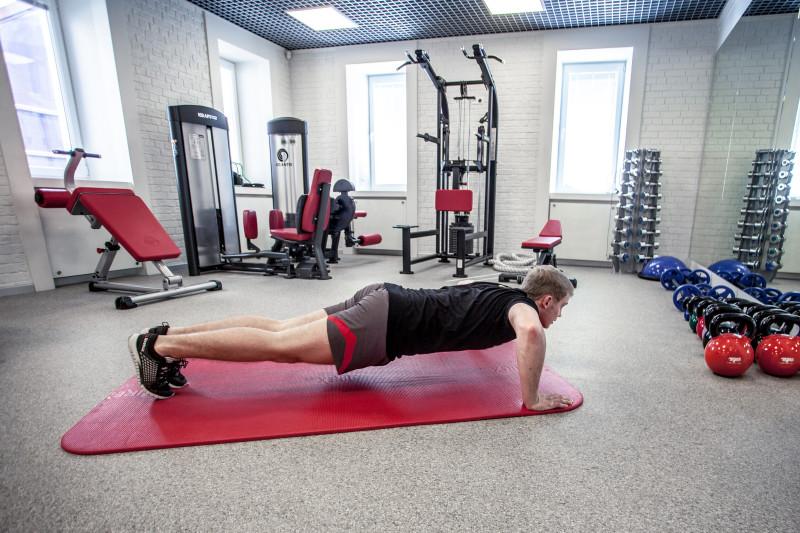 Тренируем трицепсы: 5 упражнений, которые легко выполнить даже дома. Изображение номер 1
