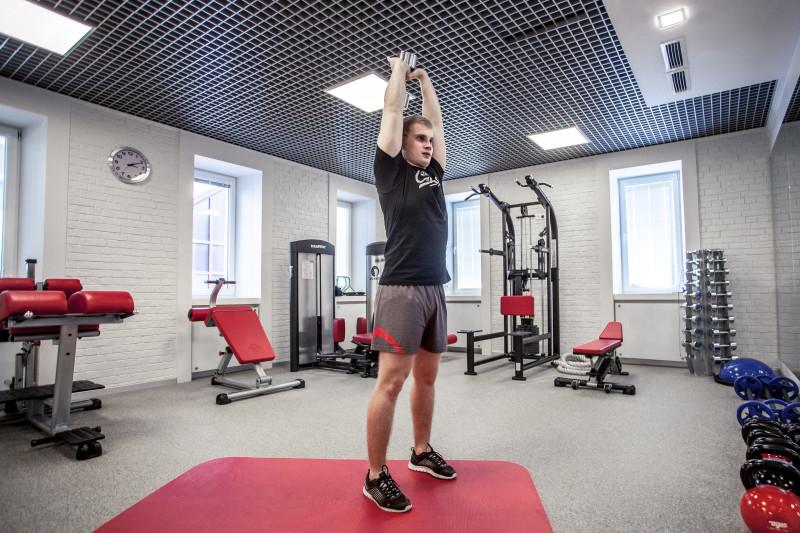 Тренируем трицепсы: 5 упражнений, которые легко выполнить даже дома. Изображение номер 8