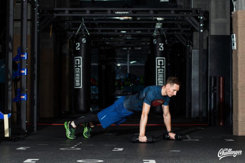 Тренируемся с гантелями: 7 упражнений для всего тела. Изображение номер 9