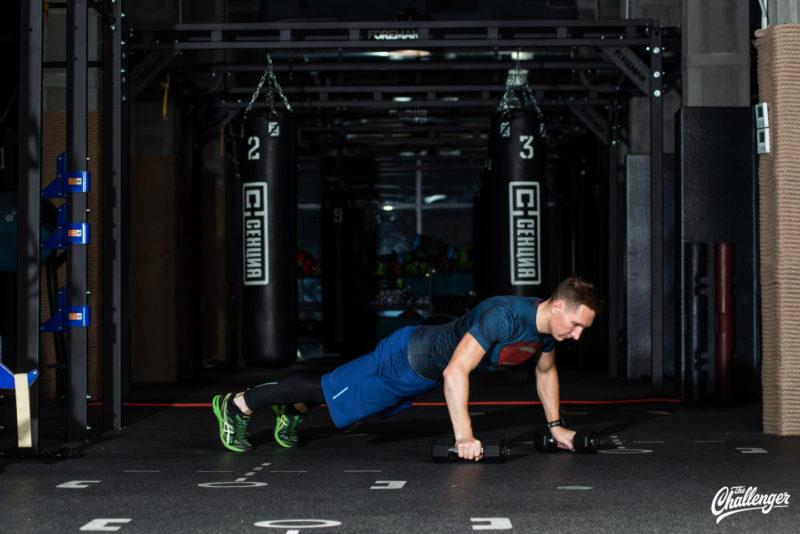 Тренируемся с гантелями: 7 упражнений для всего тела. Изображение номер 11