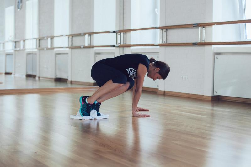 Упражнения с полотенцем: неожиданный способ прокачать все тело. Изображение номер 8