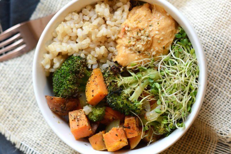 Изображение рецепта Коричневый рис с овощами и ростками фасоли