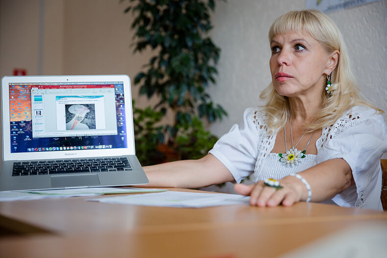 Спина болит из-за проблем с родными: Психотерапевт о том, как мысли влияют на здоровье